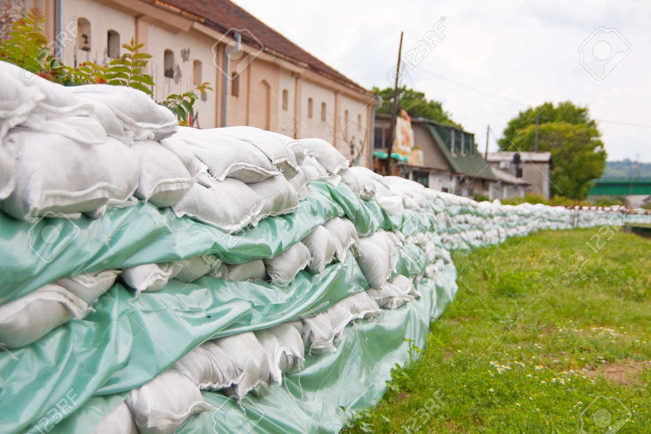 Resultado de imaxes para defensa contra inundaciones