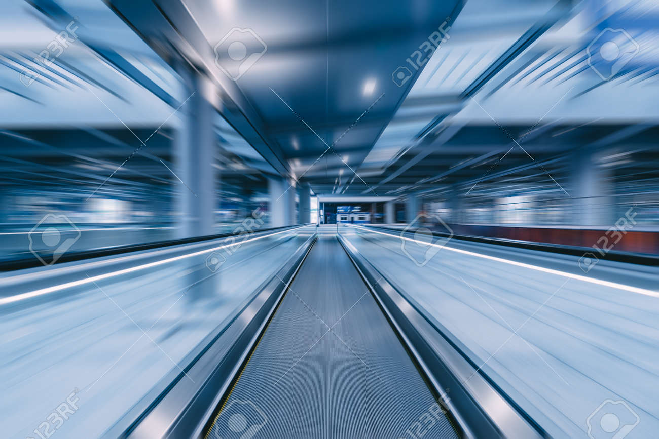 travelator with motion blur - 123015868