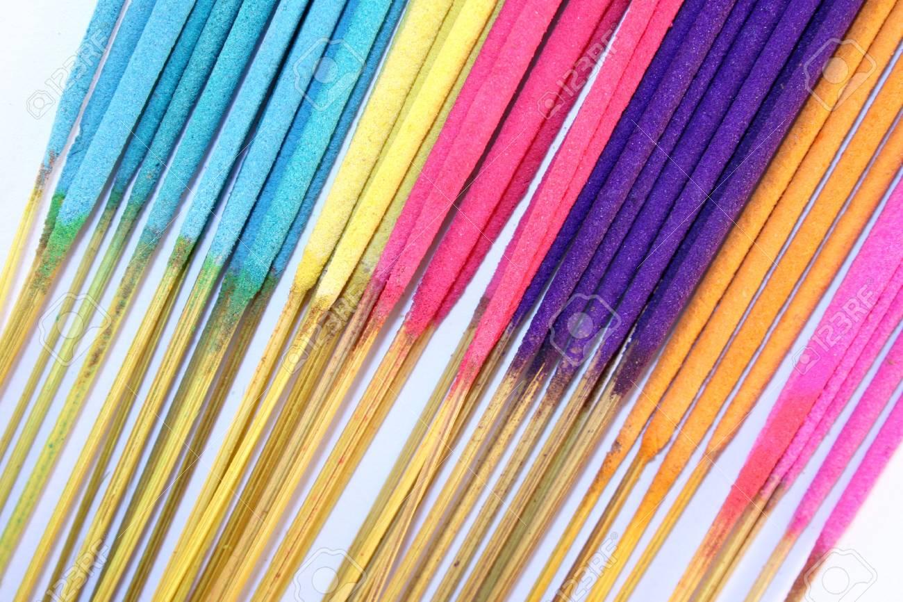 Una Selección De Colores Brillantes Palos De Incienso Fotos Retratos Imágenes Y Fotografía De Archivo Libres De Derecho Image 1017767