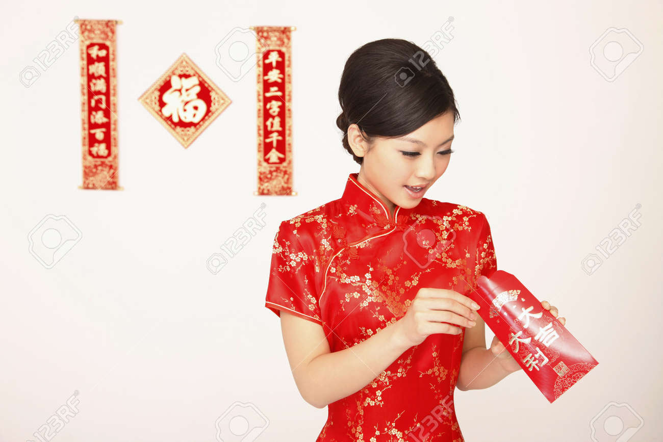 Woman in cheongsam checking the content of red packet Stock Photo - 4780399