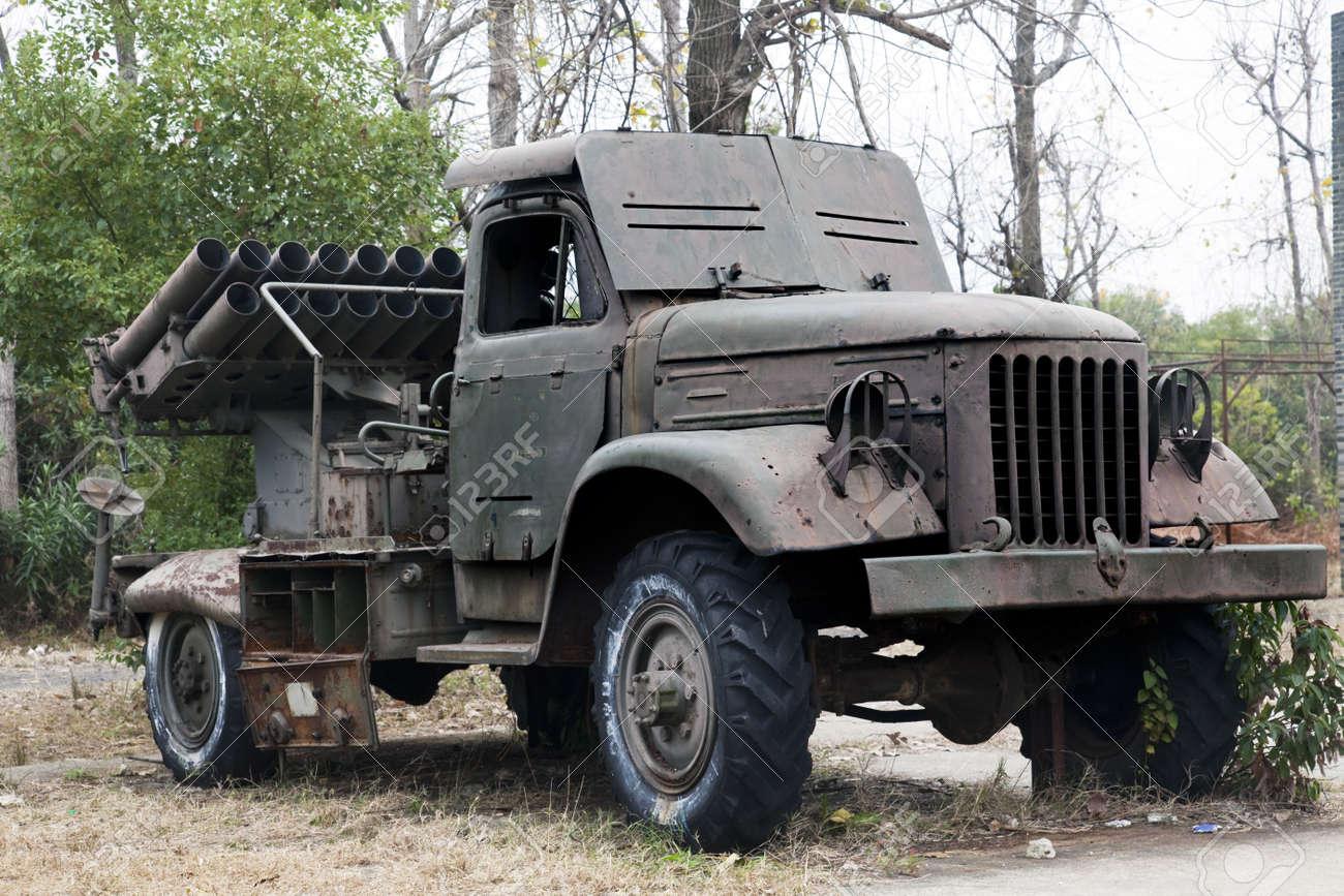 banque dimages le vieux camion militaire sovitique dans un jardin en plein air