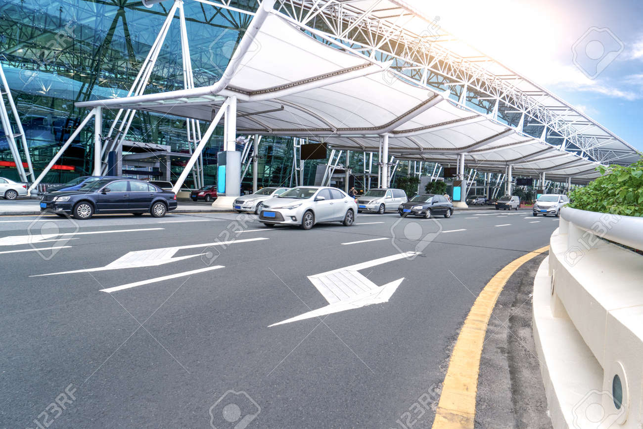 Aeroporto Guangzhou Arrive : Road in front of guangzhou baiyun airport stock photo picture and