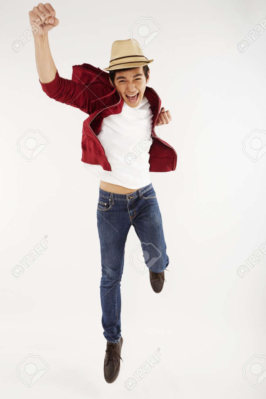 空中ジャンプ、ポーズの男