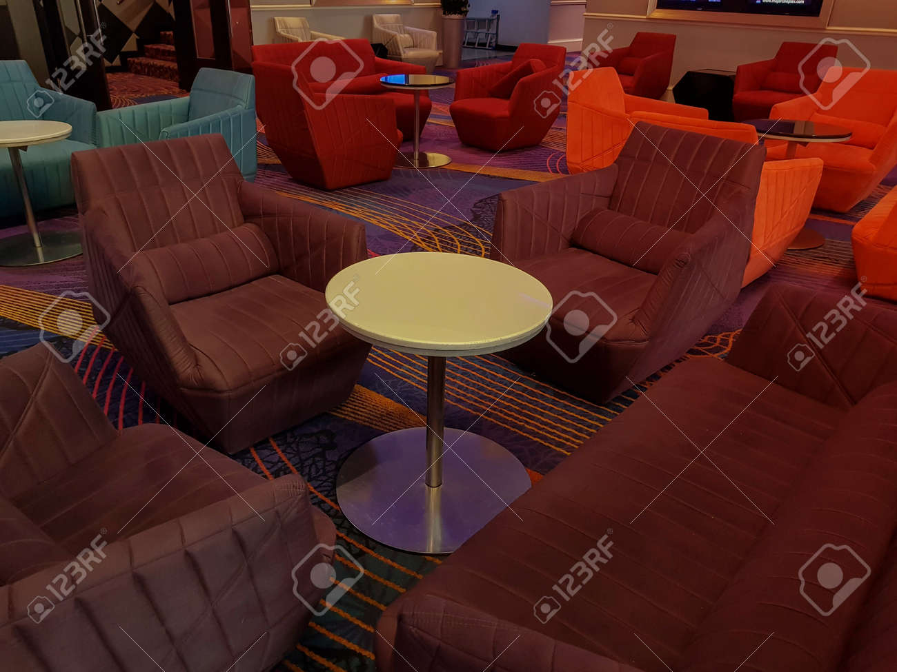 The image is dark and light, furnished with beautiful colors