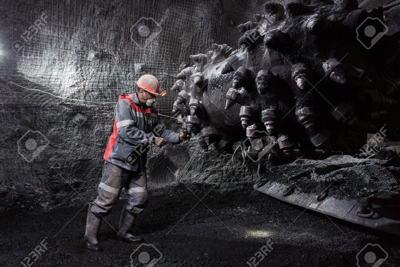 underground worker - 55491468