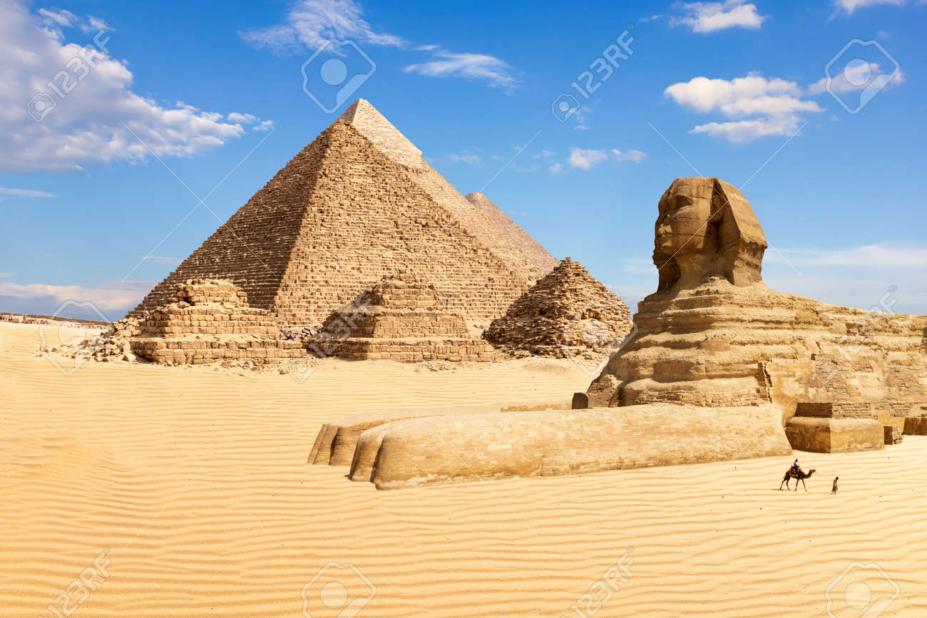 The Pyramids of Giza and the Sphinx, Egypt. - 120701535