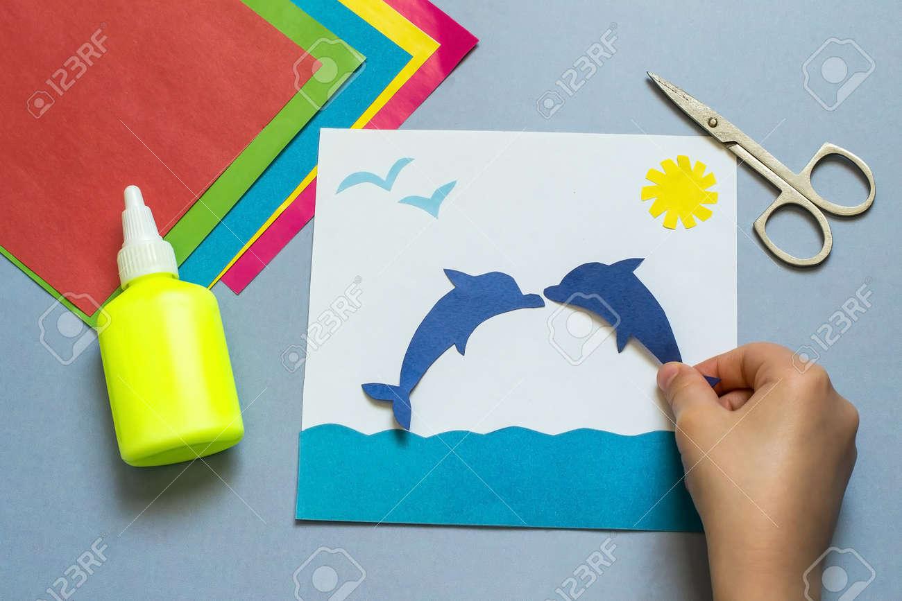 Immagini stock bambino che fa il applique sul tema marino. lidea