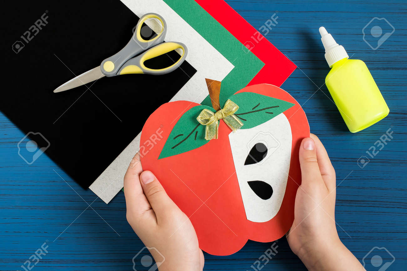 Making greeting card in form of apple for new school year welcome making greeting card in form of apple for new school year welcome back to school kristyandbryce Gallery