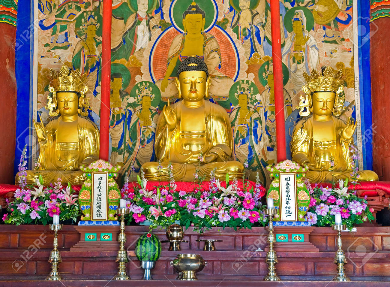 buddhist altar of the Buddhist Sinheungsa Temple in Seoraksan National Park, South korea Stock Photo - 11033491