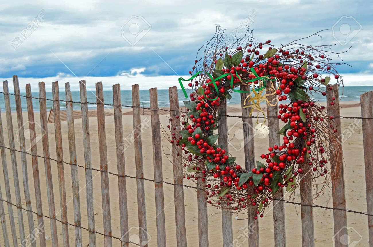 Christmas wreath with starfish on beach fence. Stock Photo - 10938963
