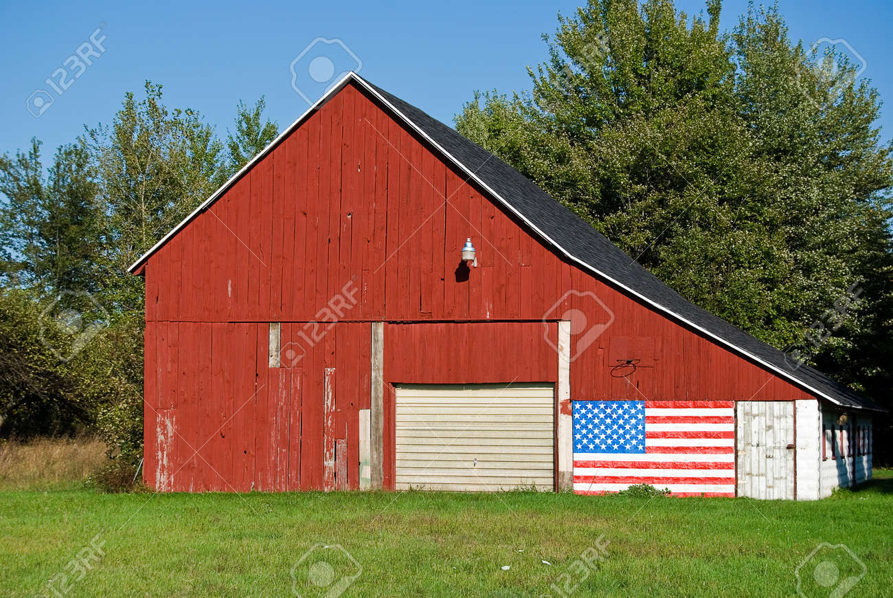 barn with patriotic flag Stock Photo - 13271439