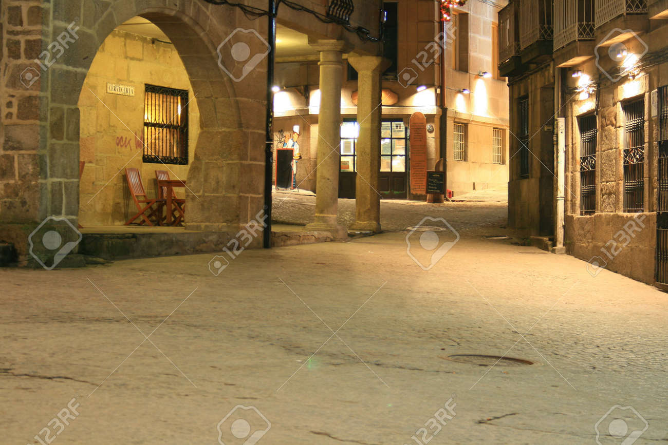 streets in the night Stock Photo - 2248275