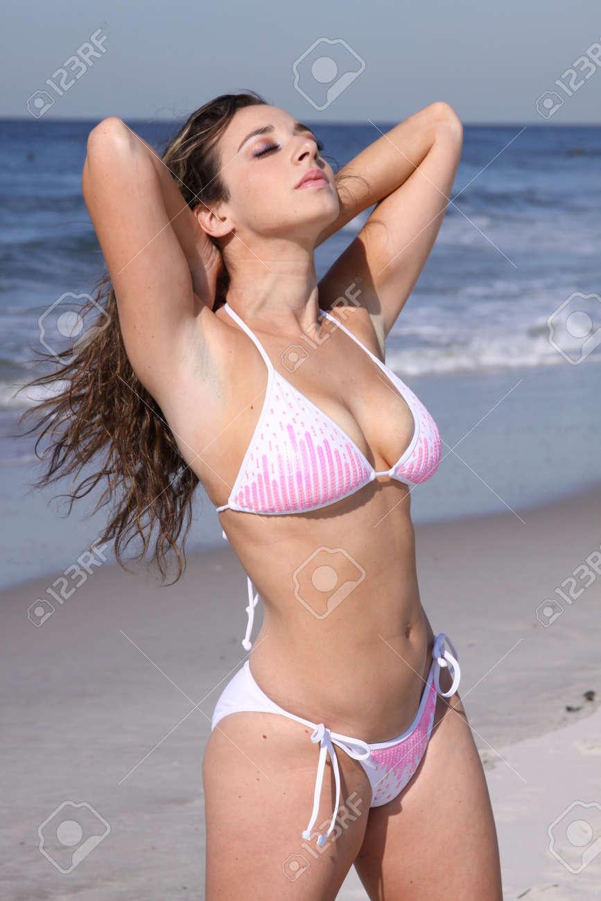 Joven en bikini