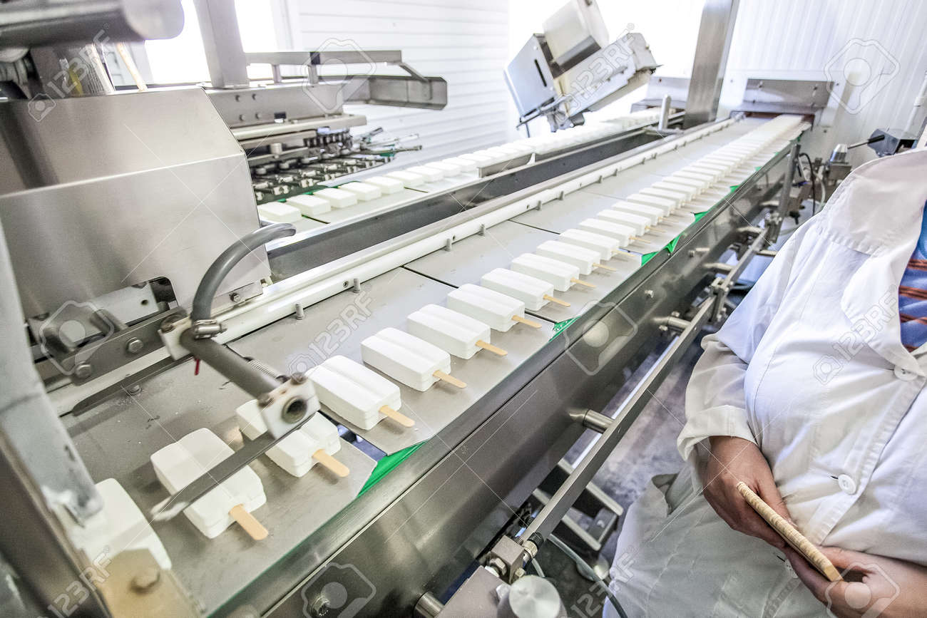 Production of white ice-cream - supervising convair at factory - 54435190