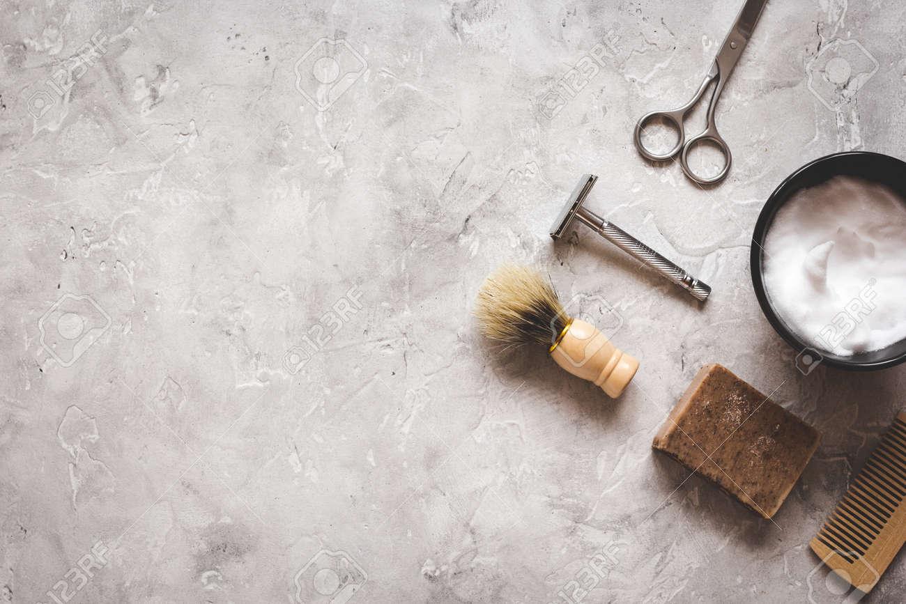 Mens coiffure bureau avec des outils pour le rasage vue de dessus