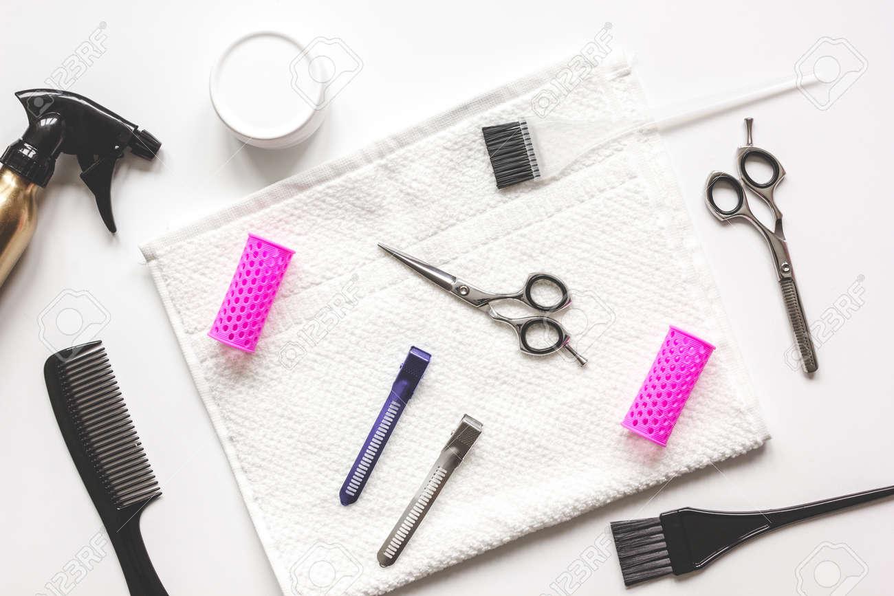Salon de coiffure de travail de préparation de bureau pour couper