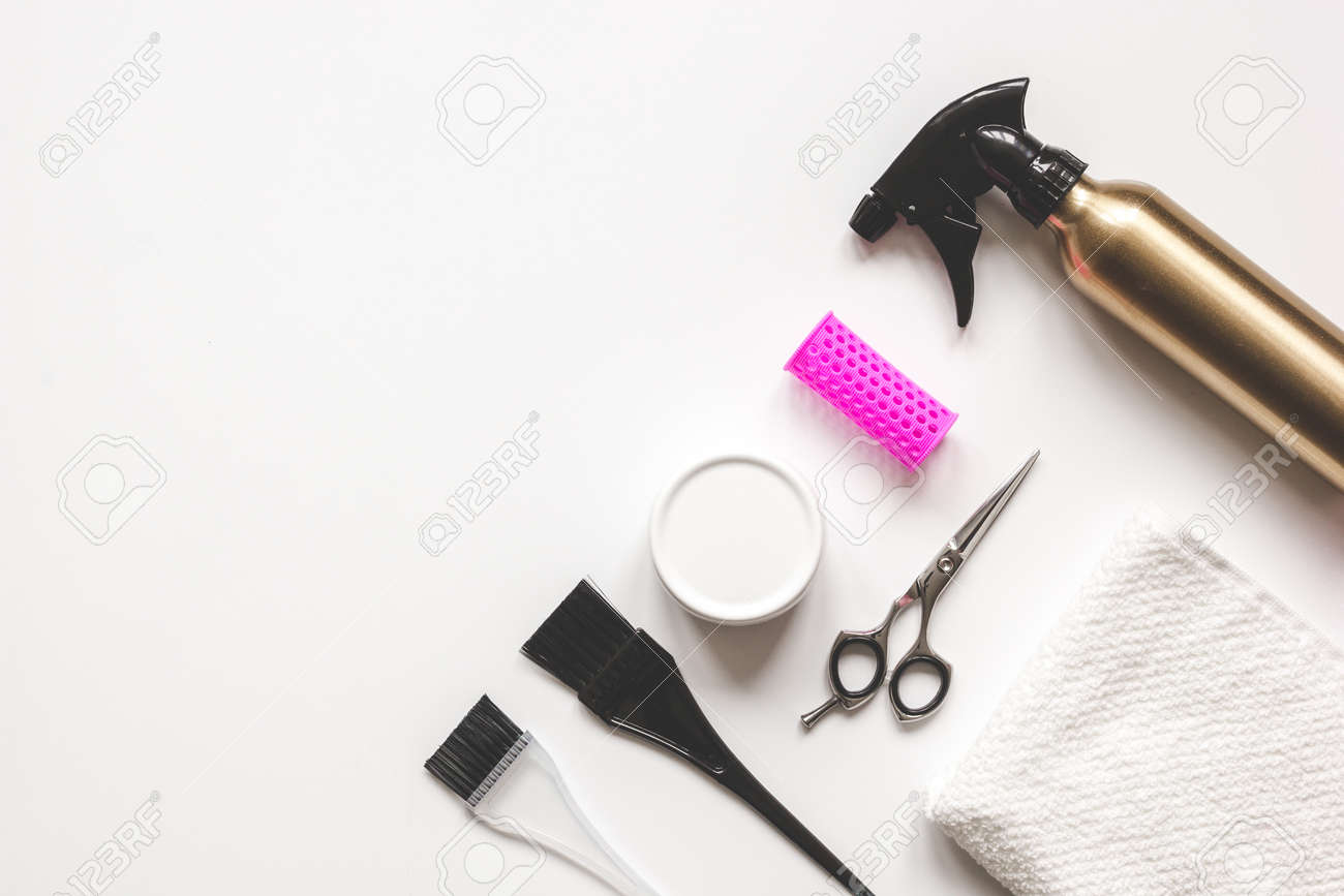 Coiffure Pour Le Bureau : Salon de coiffure de travail de préparation de bureau pour couper