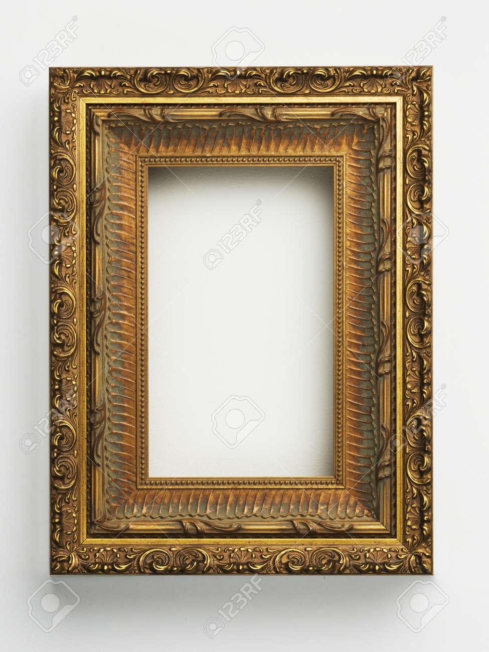 Gold Verzierten Antiken Bilderrahmen Auf Weiß Lizenzfreie Fotos ...