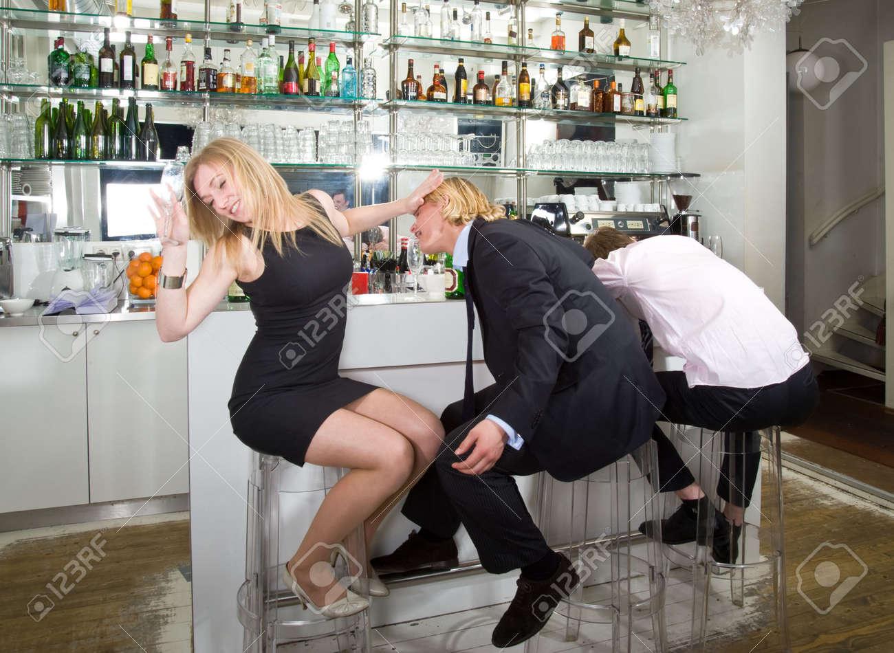 Фото пьяных девчонок в барах 25 фотография