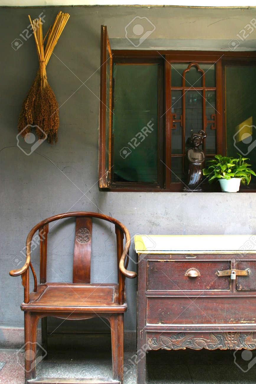 Antike möbel tische und stühle  Chinesische Antike Möbel Tische Und Stühle Lizenzfreie Fotos, Bilder ...