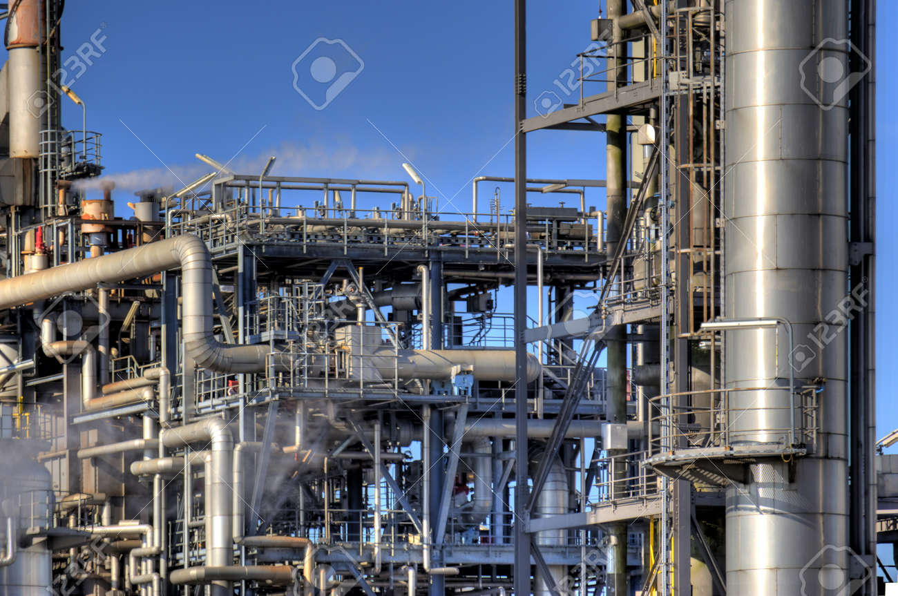 Detail of an oil refinery Banque d'images - 9101523