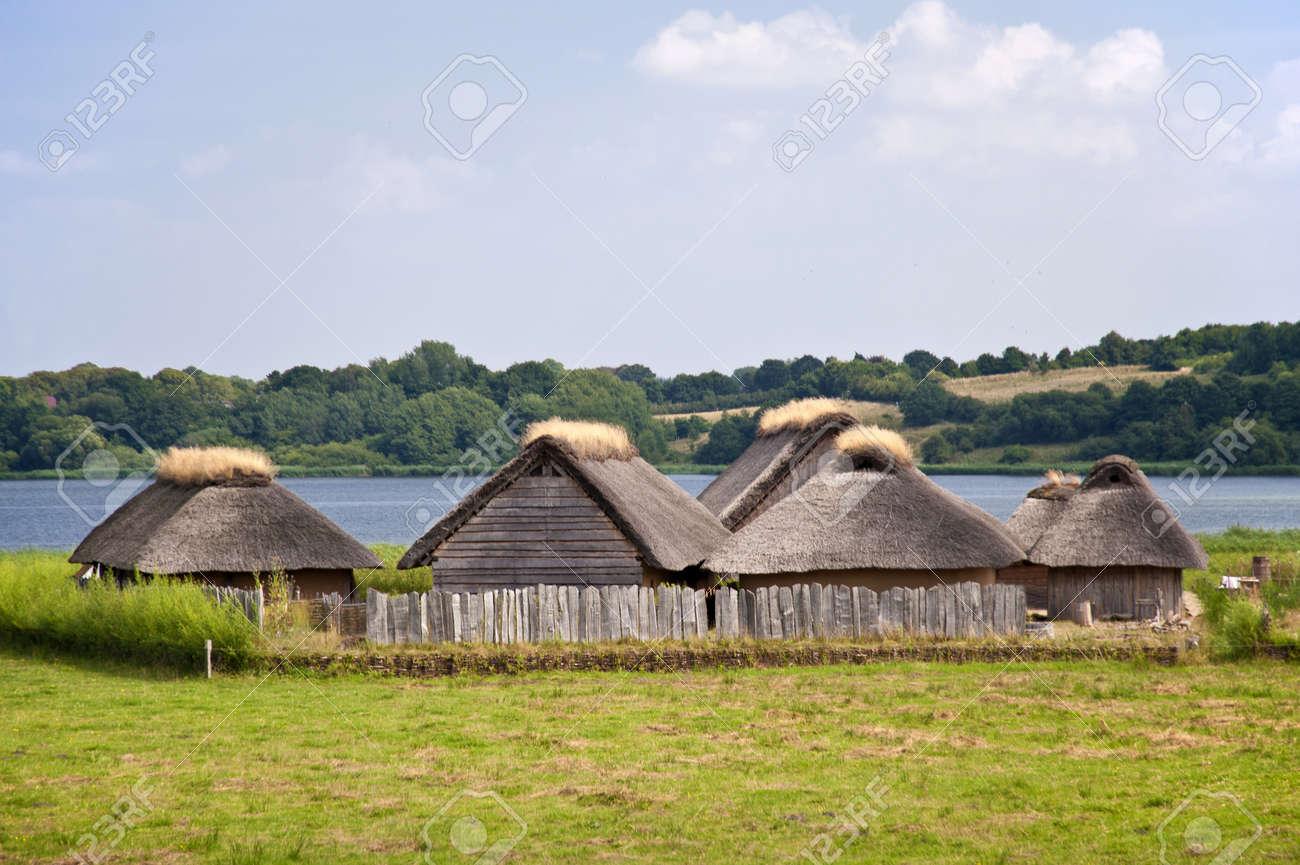 Reconstruction d'un village viking Banque d'images - 15603524