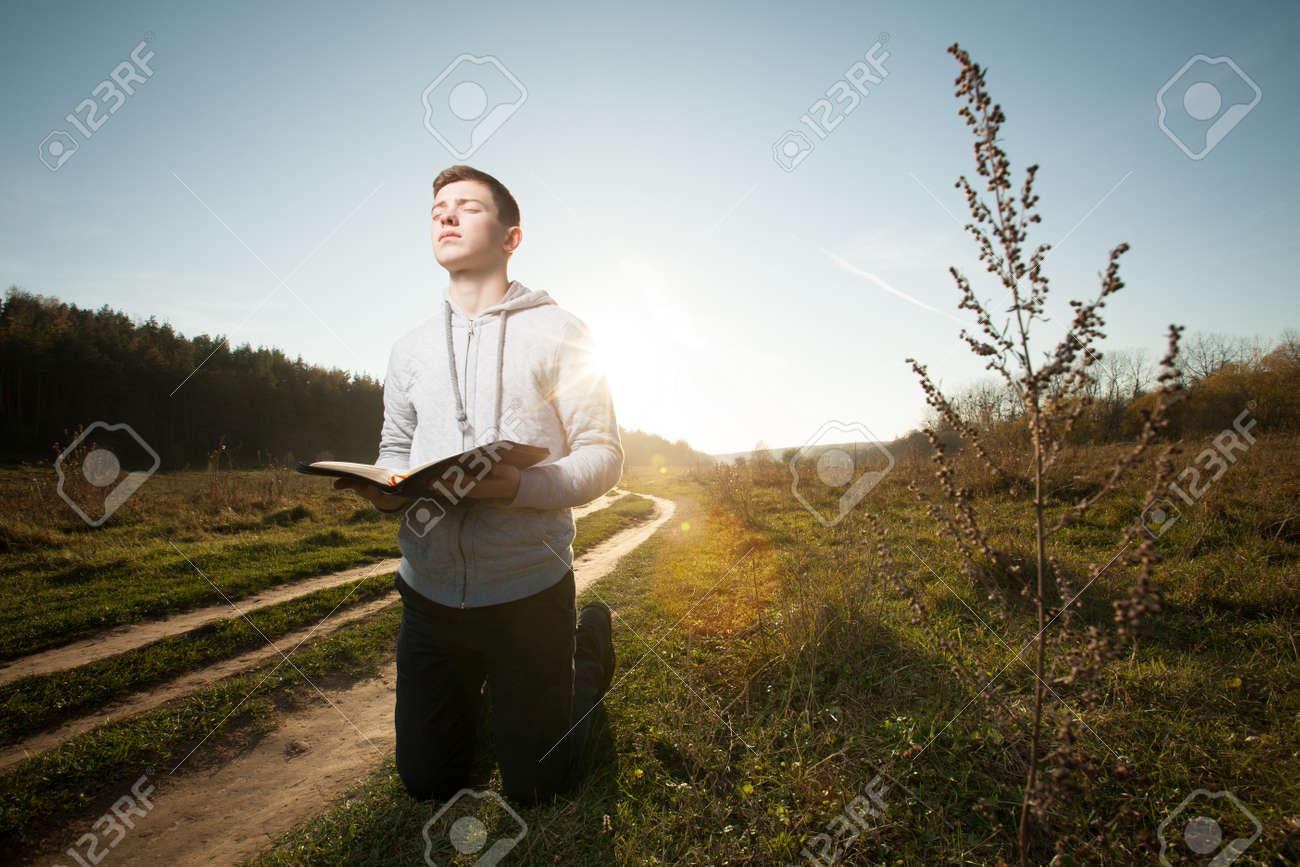 teenager praying - 41413961