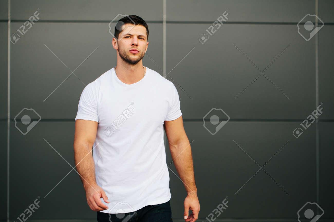 Hipster wearing white blank t-shirt - 62107060