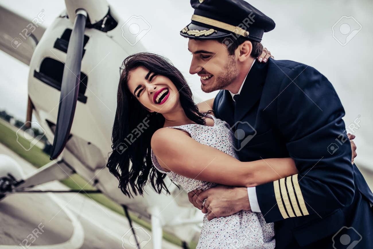 uniform dating piloter beste datingside i Arizona