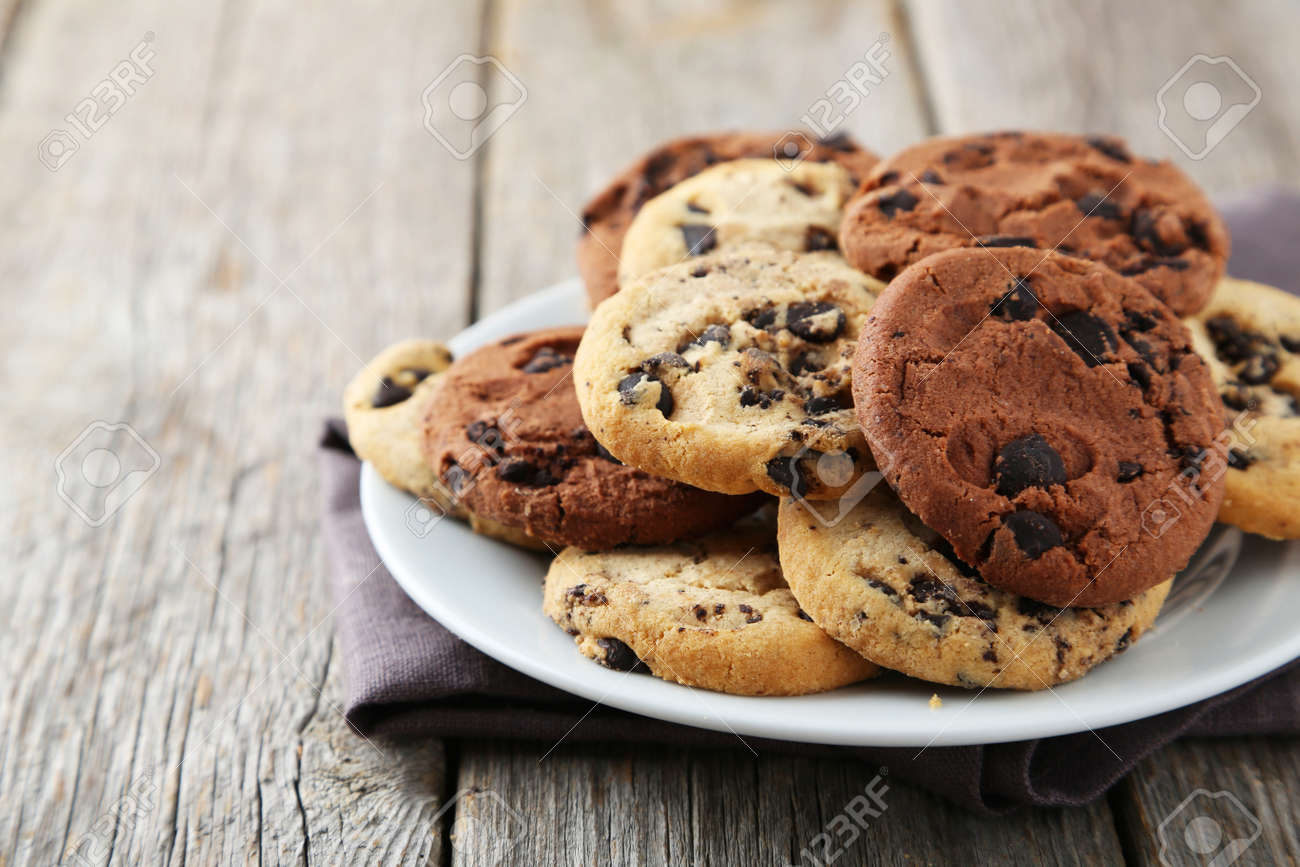 Chocolate chip cookies on plate on grey wooden background - 41814778