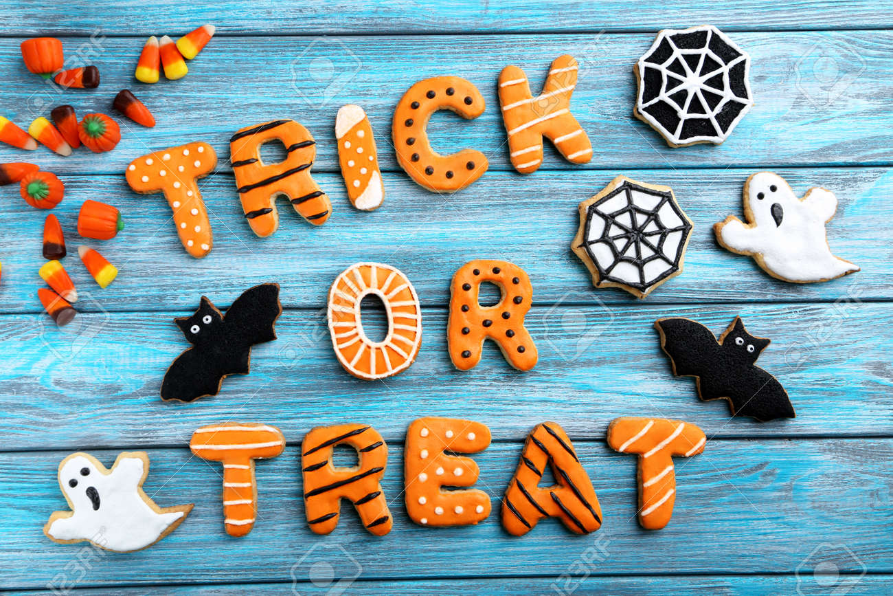 Fresh halloween gingerbread cookies on blue wooden table - 45767383