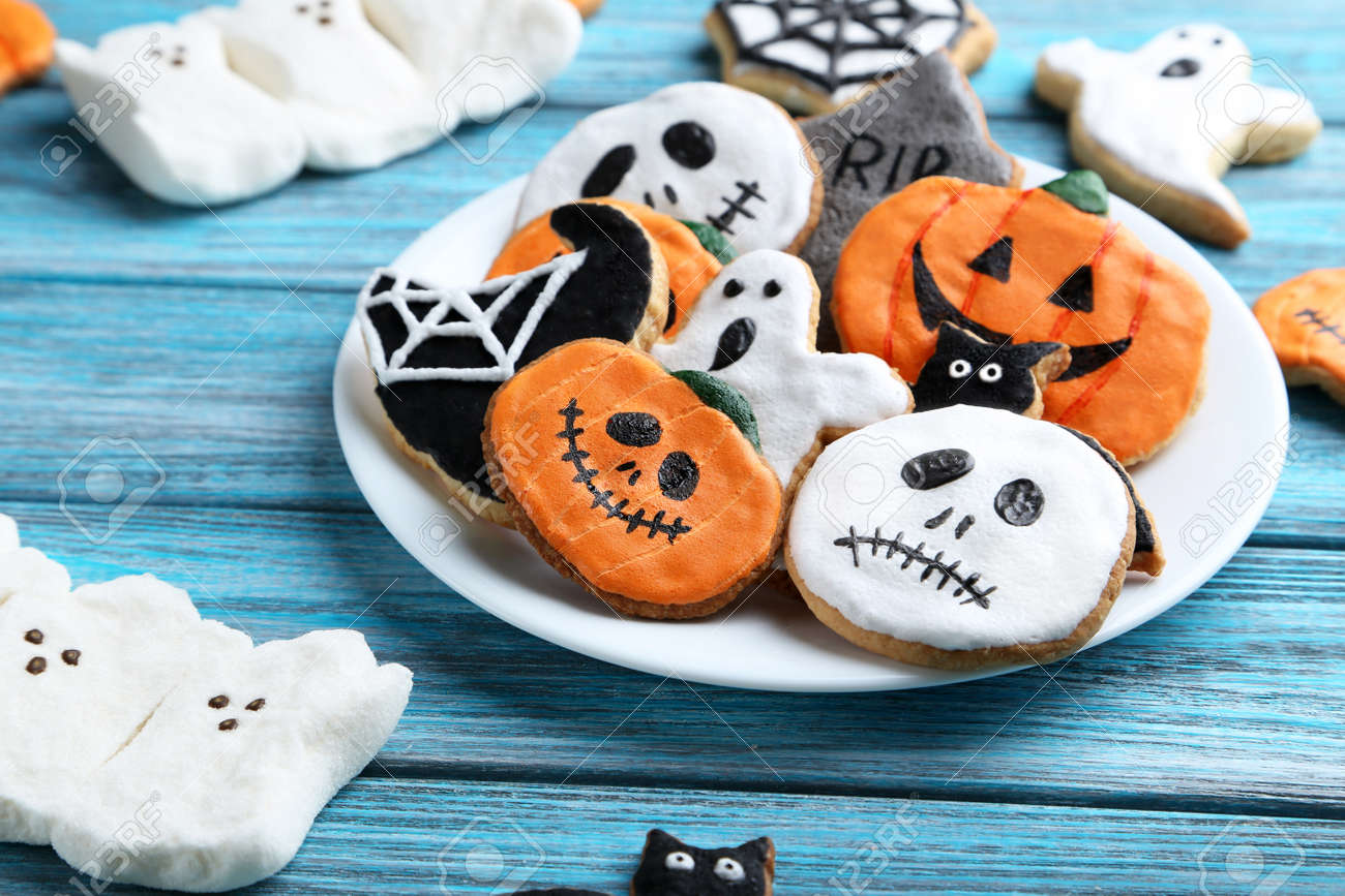 Fresh halloween gingerbread cookies on blue wooden table - 45767392