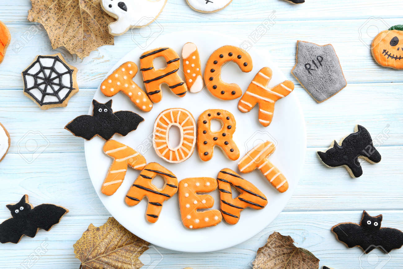 Fresh halloween gingerbread cookies on blue wooden table - 45768029