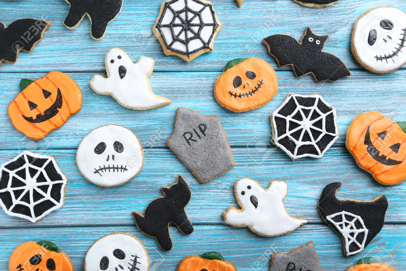 Fresh halloween gingerbread cookies on blue wooden table - 45775225
