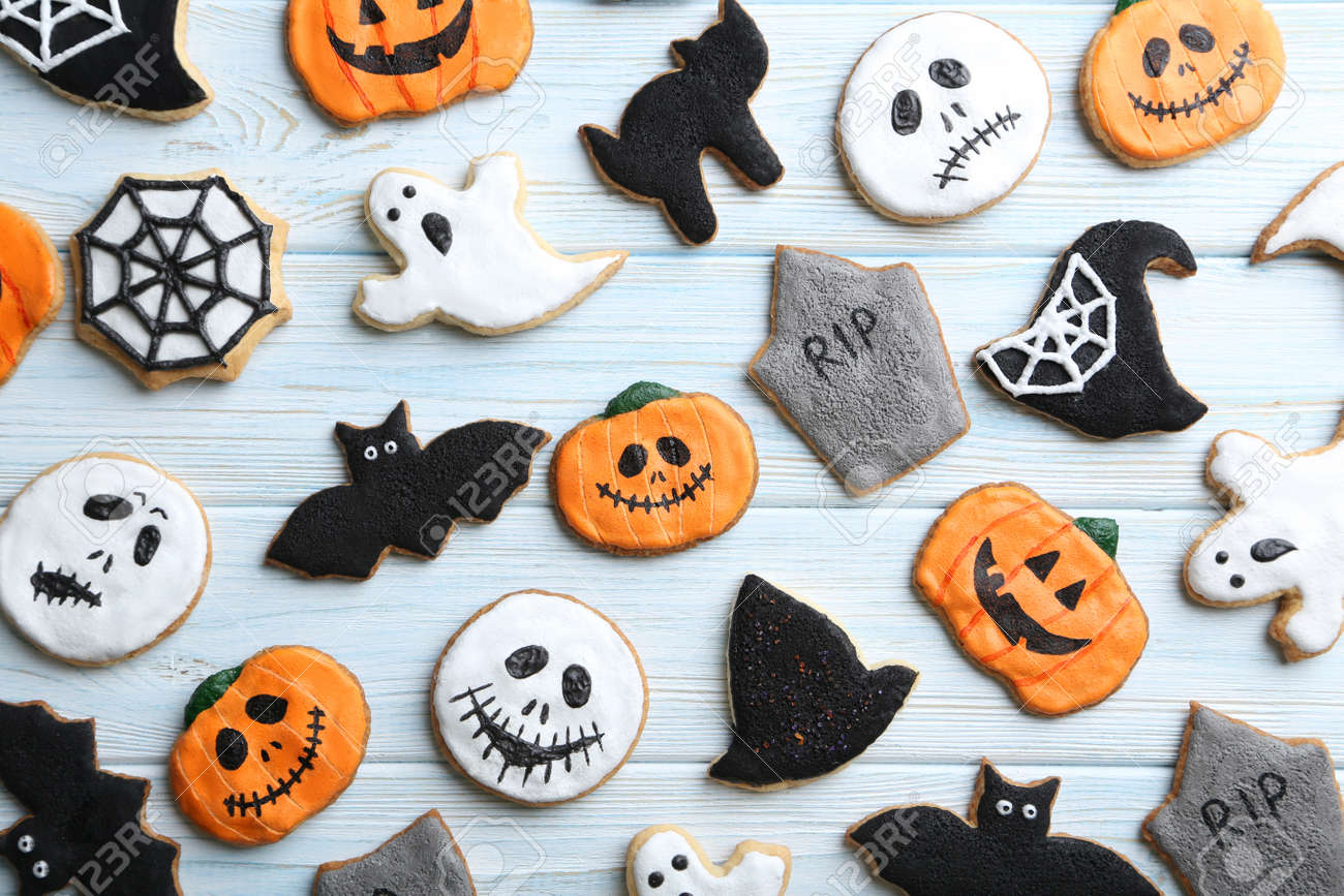 Fresh halloween gingerbread cookies on blue wooden table - 46368439