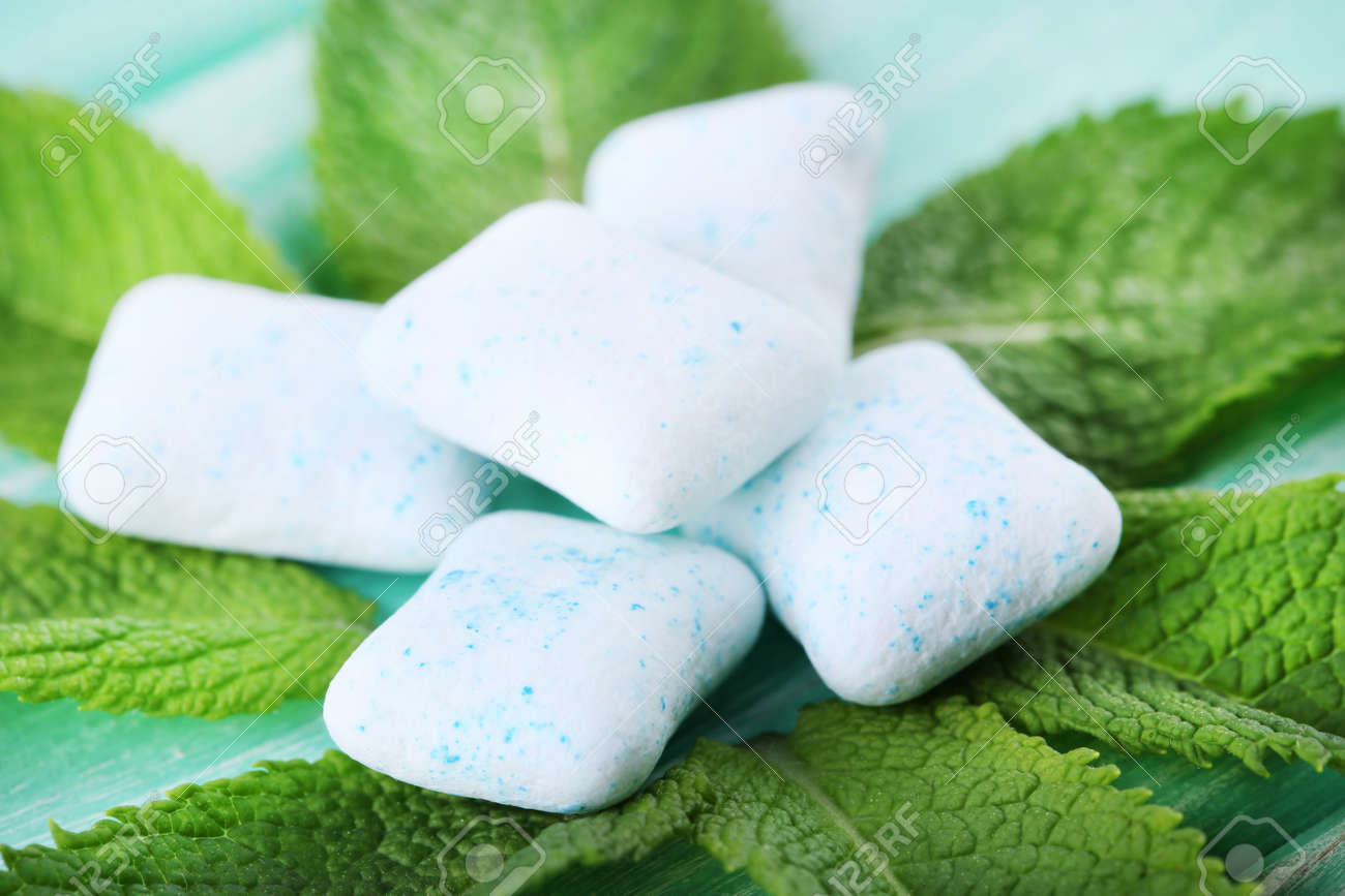 Chewing gums with mint leafs on wooden table - 80733865