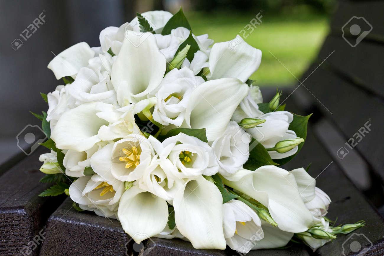 Bridal bouquet of calla lilies and tulips flowers for the wedding bridal bouquet of calla lilies and tulips flowers for the wedding ceremony stok fotoraf 28572353 izmirmasajfo