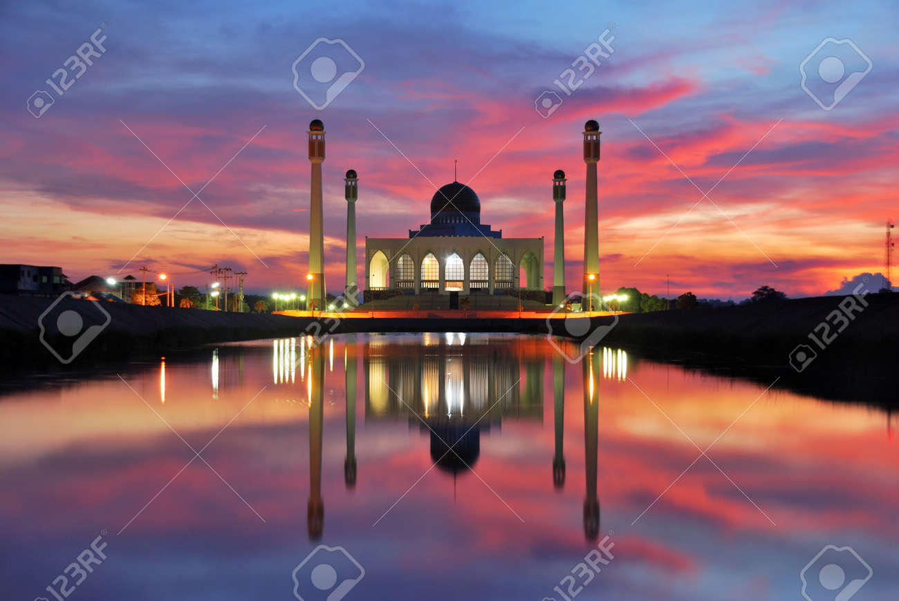 mosque sunset time 1 Stock Photo - 7162092
