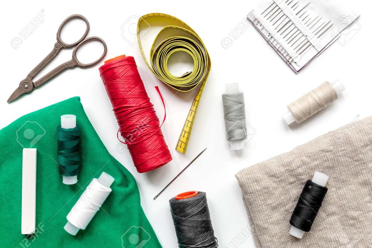 Werkzeuge Für Nähen Für Hobby-Set Auf Weißen Tisch Hintergrund Top ...
