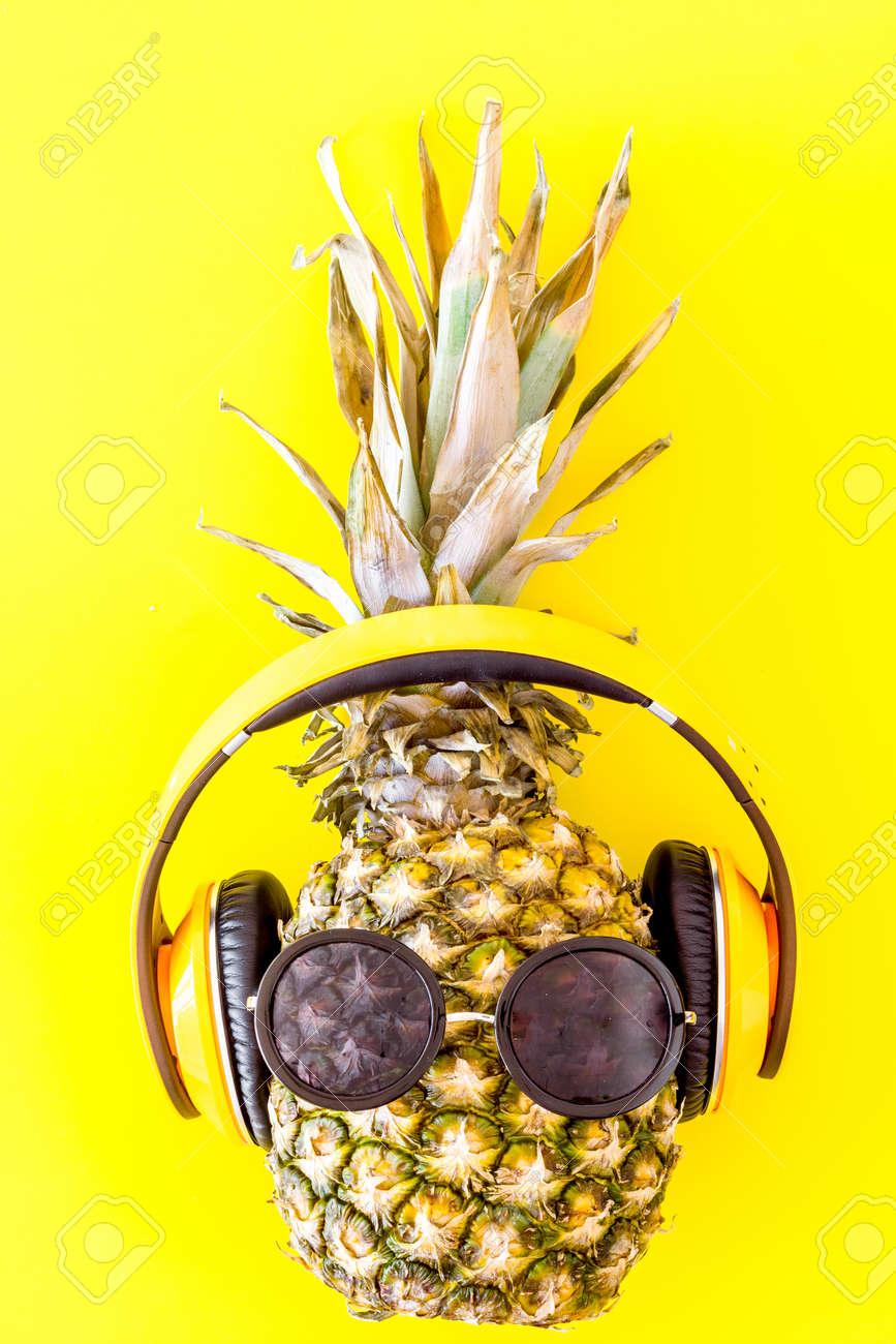 Fondo amarillo hipster