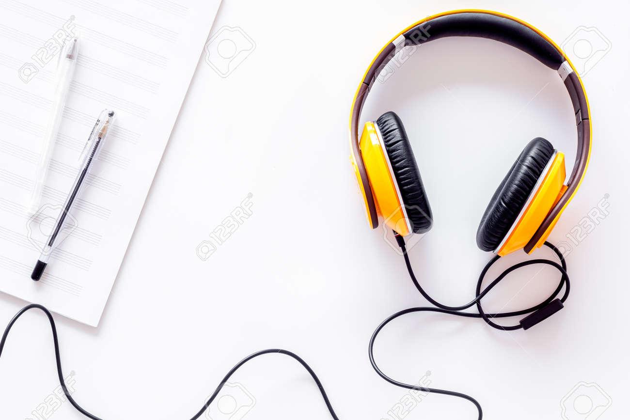 Componer Música Auriculares Y Notas Musicales En La Vista Superior