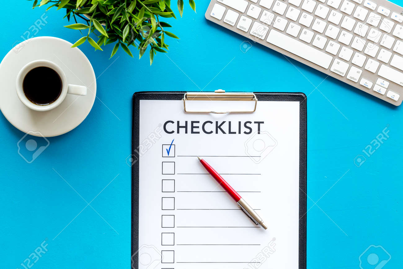 Checklist and pen on blue office background top view - 133225291