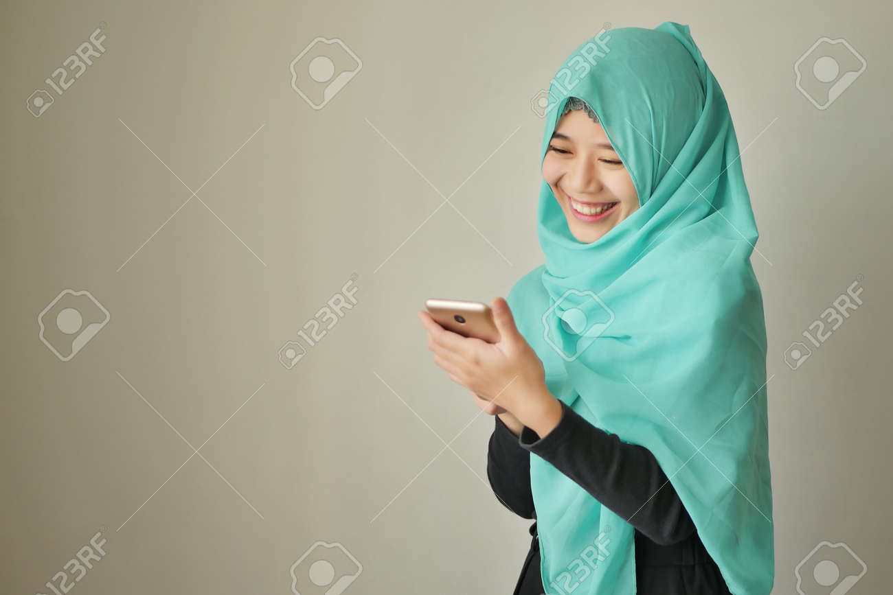 happy exotic woman using smart phone - 93050115