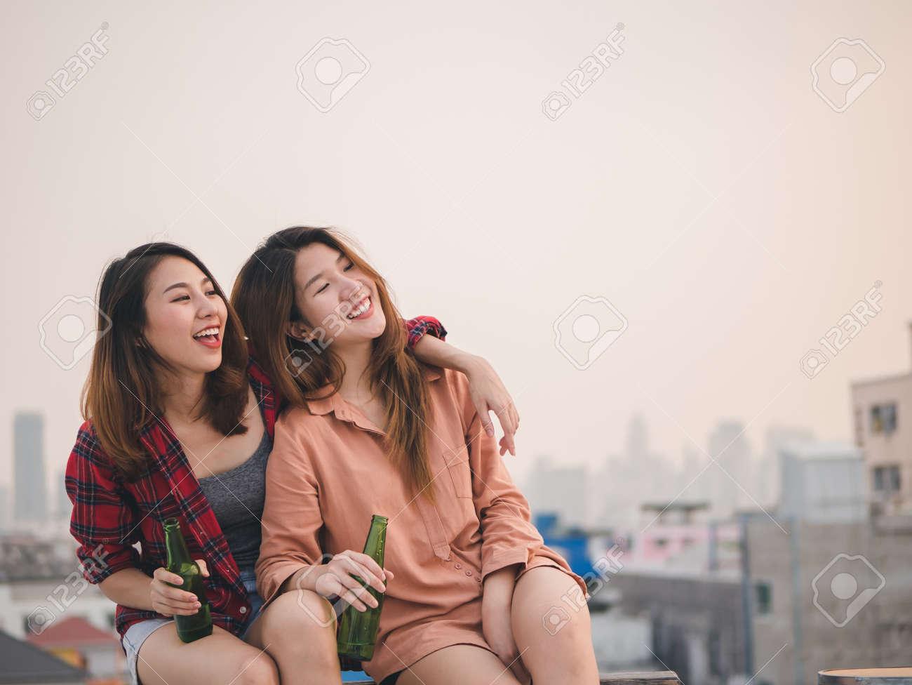 asiatische-lesbenparty