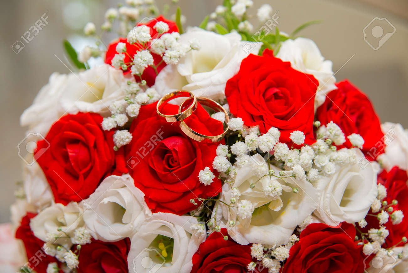 Two Beautiful Gold Wedding Rings Lie On A Bouquet Of Red And.. Stock ...