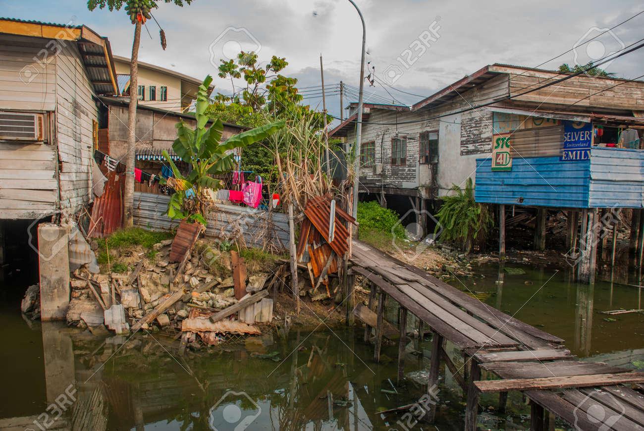 Häuser Auf Stelzen Holzbrücken Im Armenviertel Kota Kinabalu