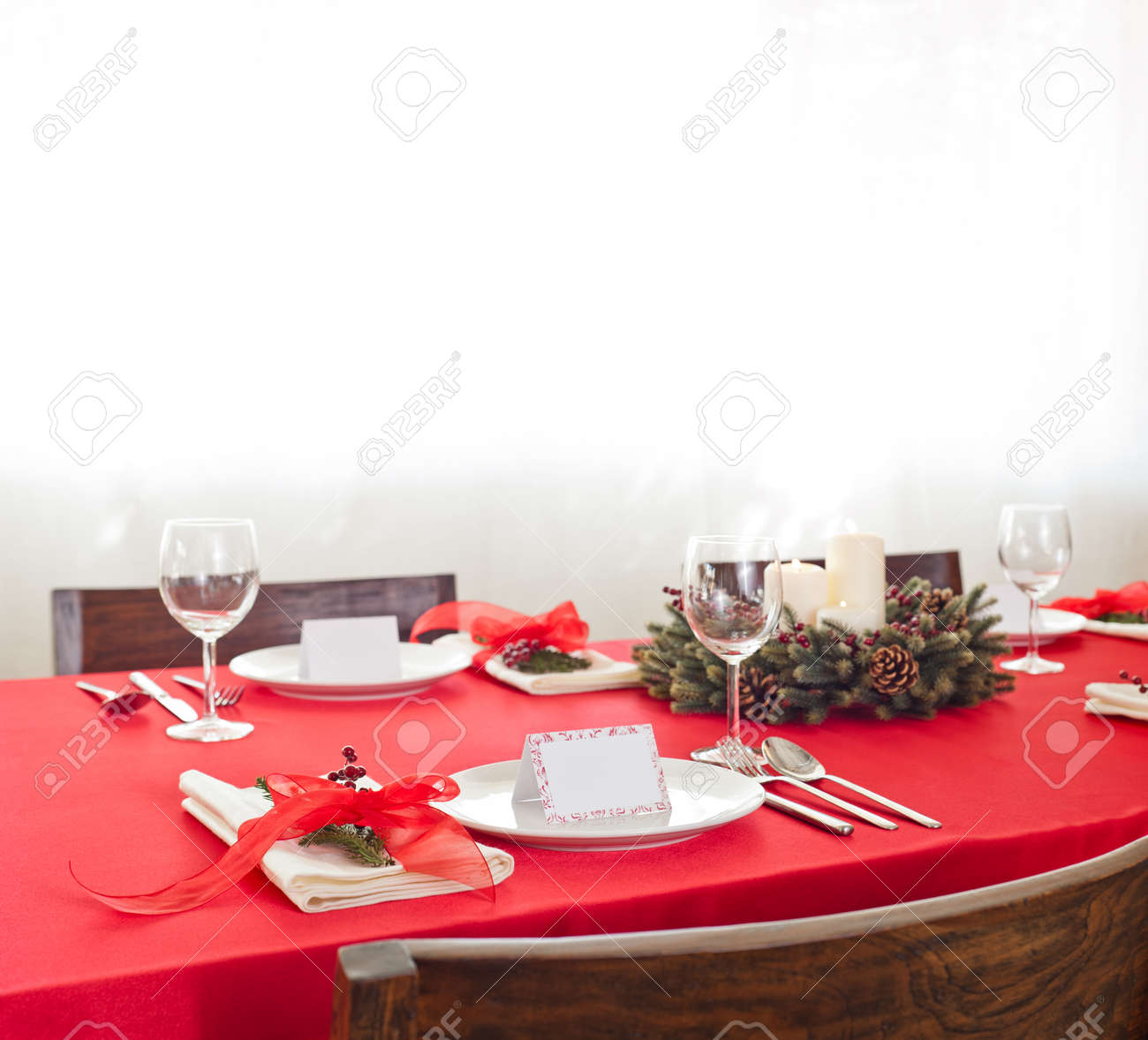 Red Christmas dinner table setup with name place card Stock Photo - 26351982  sc 1 st  123RF.com & Red Christmas Dinner Table Setup With Name Place Card Stock Photo ...