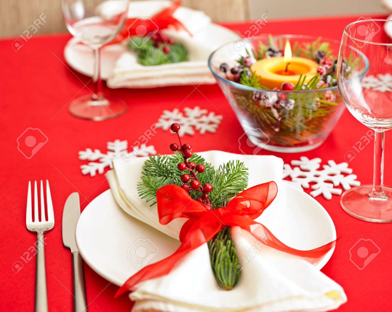 Red Christmas dinner table setup with snow flake decoration Stock Photo - 26936595 & Red Christmas Dinner Table Setup With Snow Flake Decoration Stock ...