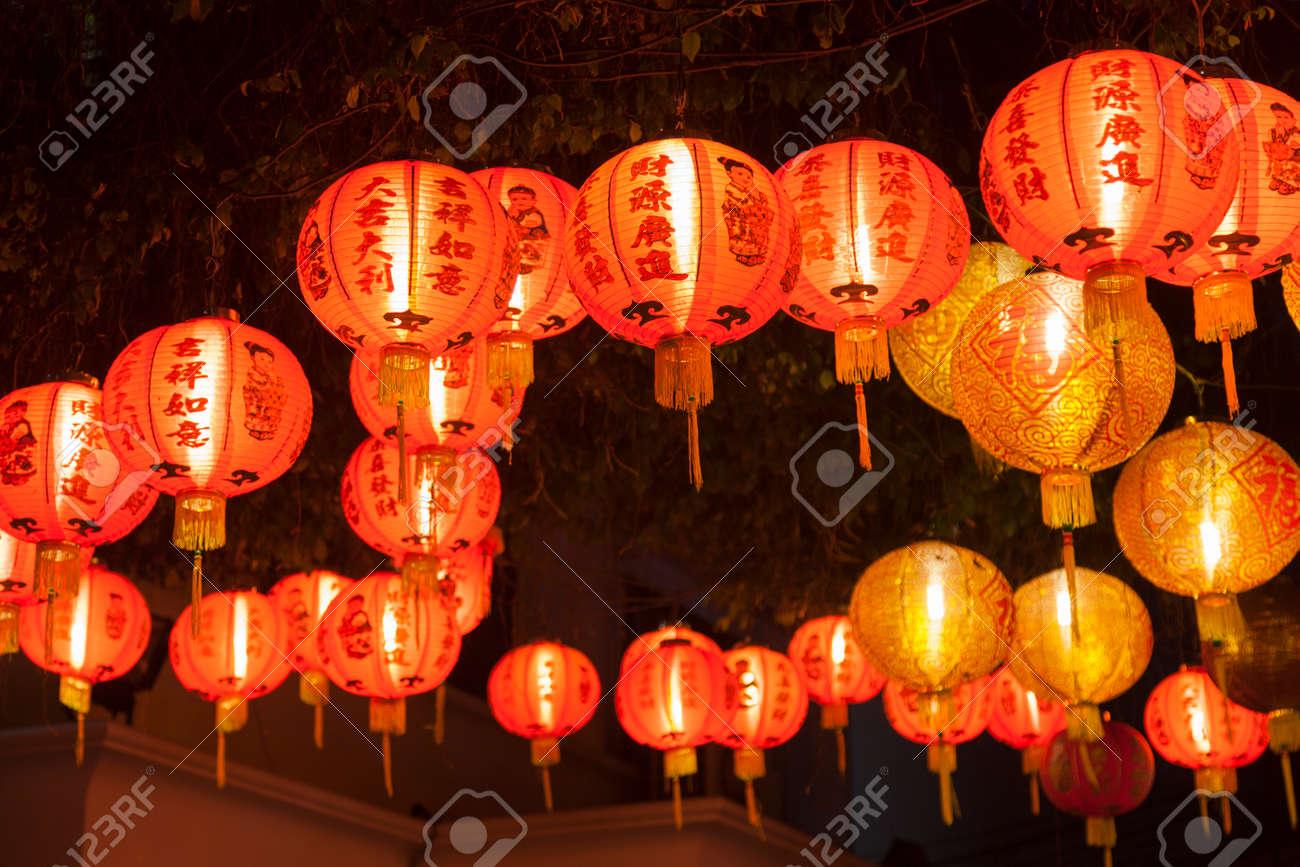 light the red lantern