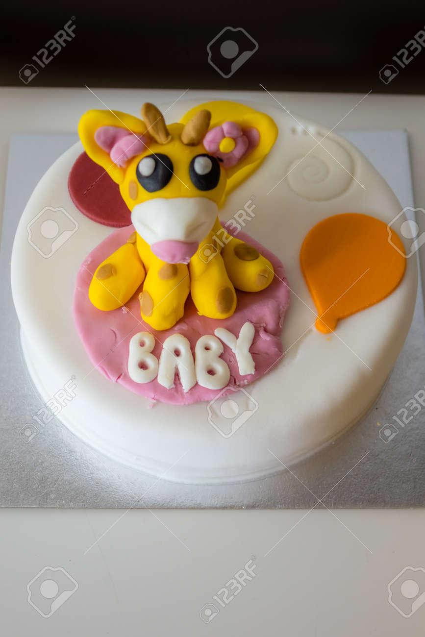 Baby Shower Sussen Kuchen Mit Zucker Giraffe Oben Lizenzfreie Fotos